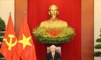 Nguyên Phu Trong s'entretient au téléphone avec son homologue cubain