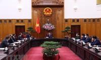 Le secrétaire américain à la Défense reçu par Pham Minh Chinh