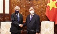 Le représentant de l'ONU au Vietnam reçu par Nguyên Xuân Phuc et Vuong Dinh Huê