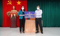 Vo Thi Anh Xuân rend visite aux forces chargées de la lutte anti-Covid-19 à Tây Ninh