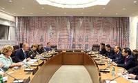 Nguyên Xuân Phuc rencontre des dirigeants de plusieurs pays et de la Banque mondiale