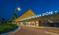 L'aéroport international de Vân Dôn reçoit un vol avec des passagers munis de passeports vaccinaux