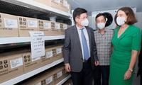 Dons de vaccins et d'équipements sanitaires: Pham Minh Chinh remercie son homologue australien