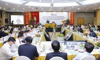 Rencontre entre Vuong Dinh Huê et des hommes d'affaires