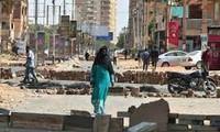 Soudan: la communauté internationale frappe au porte-monnaie