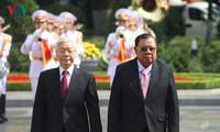 Поднятие вьетнамо-лаосских отношений на новую высоту