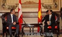 Глава МИД Дании Кристиан Йенсен посетил южные провинции Вьетнама