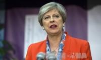 Британский премьер Тереза Мэй сохраняет должности ключевых министров