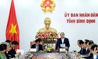 Премьер Вьетнама Нгуен Суан Фук провел рабочую встречу с руководством провинции Биньдинь
