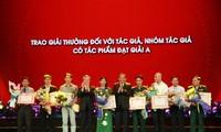 Награждены победители конкурса «Идеологию, нравственность и стиль Хо Ши Мина – в учёбу и работу»