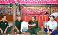 До Ба Ти навестил жителей уезда Ванбан провинции Лаокай, где произошли дождевые паводки
