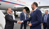 Премьер-министр РФ Дмитрий Медведев прибыл на встречу с премьером Франции