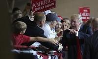Американские избиратели сомневаются в возможности управления Трампом экономикой страны