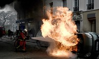 Тысячи человек митингом отметили годовщину «желтых жилетов» во Франции