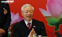 Руководители партий многих стран поздравили товарища Нгуен Фу Чонга с переизбранием