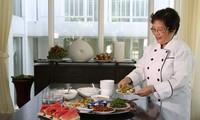 하노이 우수 시민 – 팜 티 아인 뚜엣 (Phạm Thị Ánh Tuyết) 우수 음식예술인