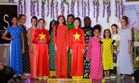 Áo dài Việt Nam tham gia trình diễn gây quỹ từ thiện tại London