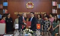 Ký thỏa thuận hợp tác giữa Bộ GD&ĐT và Tổ chức Đại học Pháp ngữ
