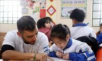 Tình nguyện viên Israel dạy học cho trẻ vùng cao Lào Cai