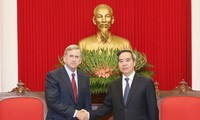 Trưởng ban Kinh tế Trung ương Nguyễn Văn Bình tiếp Phó Chủ tịch điều hành Tập đoàn Qualcomm , Hoa Kỳ