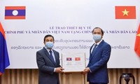 Việt Nam hỗ trợ Lào, Campuchia trang thiết bị y tế để phòng chống dịch Covid – 19