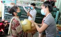 Doanh nghiệp Việt Nam giúp đồng bào tại Campuchia phòng chống Covid-19