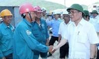 Ketua MN Nguyen Sinh Hung melakukan kunjungan kerja di Zona Ekonomi Vung Ang