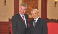 Sekjen KS PKV Nguyen Phu Trong menerima Presiden Austria Heinz Fischer