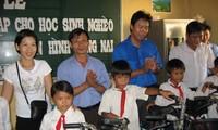 Acara nasional memuji anak-anak miskin  yang mengatasi kesulitan