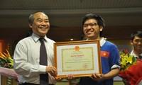 Rombongan Olympiade Informatika Vietnam mencapai prestasi tinggi