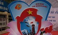 """Penyampaikan hadiah sayembara  """" Hanoi-Dien Bien Phu di udara"""""""