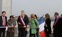Meresmikan Lapangan Perjanjian Paris di Perancis