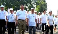 Menyediakan  lebih dari 1,5 miliar Dong Vietnam untuk membantu penyandang cacad miskin