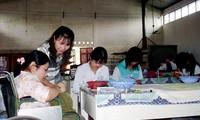 Memberikan bantuan untuk menciptakan lapangan kerja  bagi orang penyandang cacad