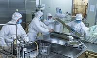 Mencanangkan program  produk nasional vaksin pencegah penyakit pada manusia