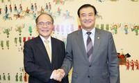 Membawa hubungan Republik Korea-Vietnam berkembang  secara komprehensif, sepadan dengan tingkat hubungan kemitraan strategis