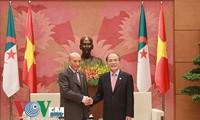 Ketua MN Vietnam, Nguyen Sinh Hung menerima Ketua Parlemen Aljazair, Mohamed Larbi Ould