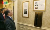 Ketua MN Vietnam, Nguyen Sinh Hung mengunjunghi tempat tinggal dan tempat kerja dari Presiden Ho Chi Minh di AS