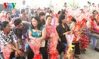 Kedutaan Besar  Vietnam memberikan bingkisan kepada kaum diaspora VN di Kamboja sehubungan dengan Hari Raya Tet