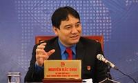 Sekretaris Pertama Pengurus Besar Liga Pemuda Komunis Ho Chi Minh melakukan dialog dengan kaum muda