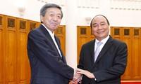 Deputi  PM  Vietnam, Nguyen Xuan Phuc menerima Menteri Ekonomi, Perdagangan dan Industri Jepang