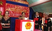 Pemilihan  lebih  dini diadakan di beberapa daerah di Vietnam