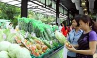 Pergi ke pasaran hasil pertanian bersih pada  akhir hari pekan