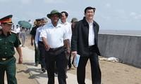 Президент СРВ Чыонг Тан Шанг проверил дамбы в провинциях Чавинь и Шокчанг