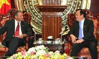 Французские парламентарии поддерживают Вьетнам в разрешении вопроса Восточного моря