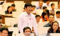 Вьетнамские депутаты обсуждают проекты исправленных Законов о жилье и торговле недвижимостью