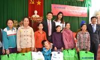 Во Вьетнаме призывают собрать один миллион новогодних подарков для малоимущих семей