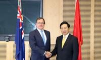 Фам Бинь Минь провел переговоры с министром иностранных дел Новой Зеландии