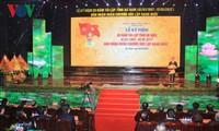 Президент СРВ принял участие в праздновании 20-летия со дня воссоздания провинции Ханам