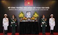 Во Вьетнаме и за его пределами продожается прощание с экс-премьером Фан Ван Кхаем